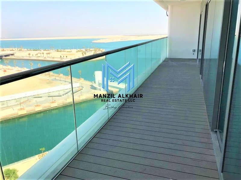 Sea View | Large Foyer | Vacant Now!