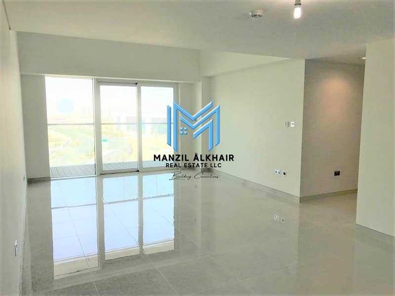 2 Sea View | Large Foyer | Vacant Now!