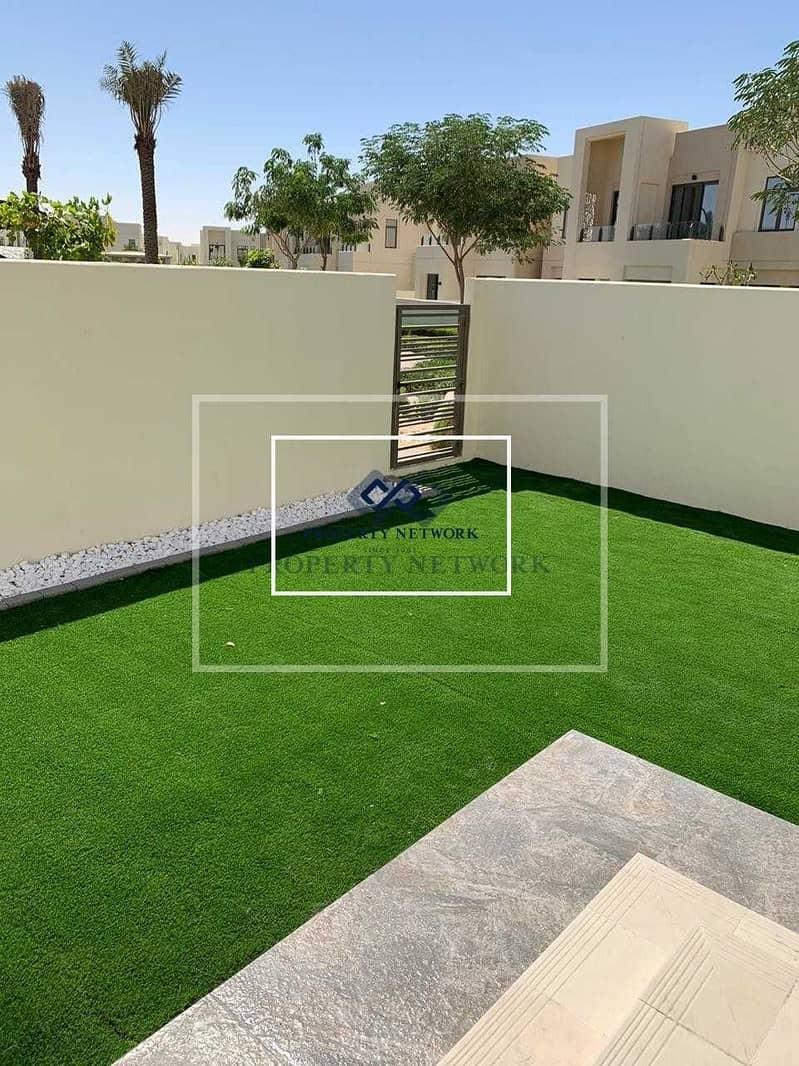 10 Corner plot  On pool and park I Mira Oasis