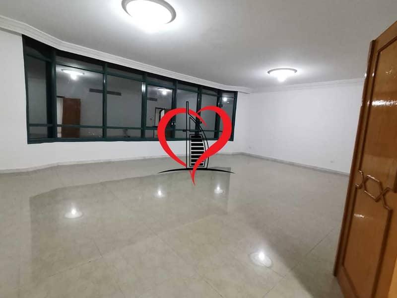 شقة في الخالدية 3 غرف 75000 درهم - 5377641