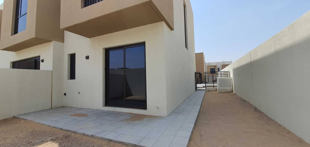 Full privacy corner 2bhk+maids villa 2200sqft rent 60k with full facilities free in nasma residences
