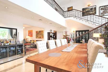 4 Bedroom Villa for Sale in Jumeirah Islands, Dubai - Garden Hall Villa | Upgraded | Lake View