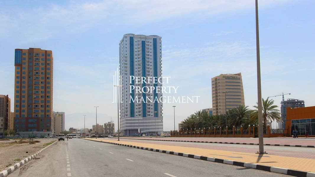 15 Office space with balcony in RAK Tower