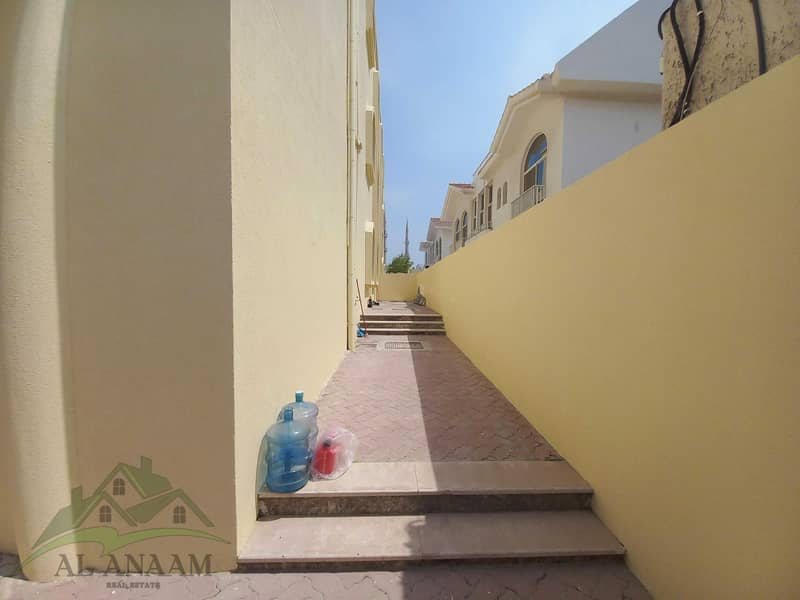 49 Five Star Vila !! 6 Bedroom with  4 extra rooms on top floor with bathrooms and a Driver room with 6 parking