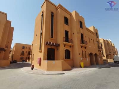 Neat 4 bed villa, maid's room in Khalifa Park