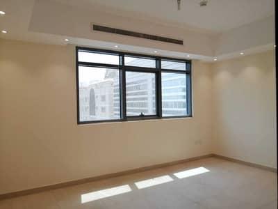 شقة 2 غرفة نوم للايجار في المشرف، أبوظبي - Nice and good Quality   Parking Free   Brand New