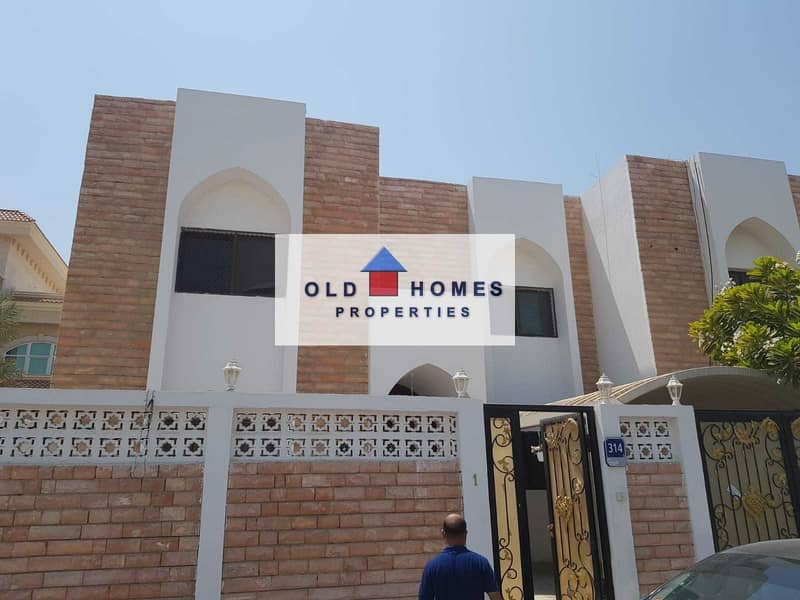 2 For rent in Karama area 5 rooms on the main street