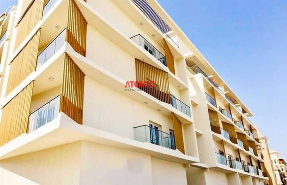 Amazing 1BHK | Pool View | Chiller Free