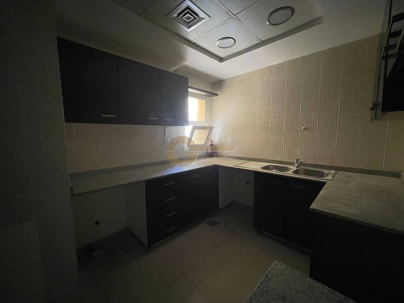 2 Great Location   Exquisite 3 Bed   Closed Kitchen