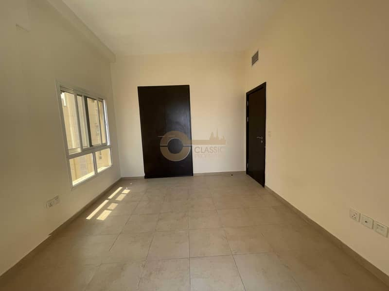 Great Location   Exquisite 3 Bed   Closed Kitchen