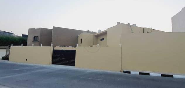 4 Bedroom Villa for Rent in Al Khan, Sharjah - LUXURIOUS 4BHK VILLA | DIRECT ACCESS TO SHARJAH BEACH | MAID,DRIVER ROOM |