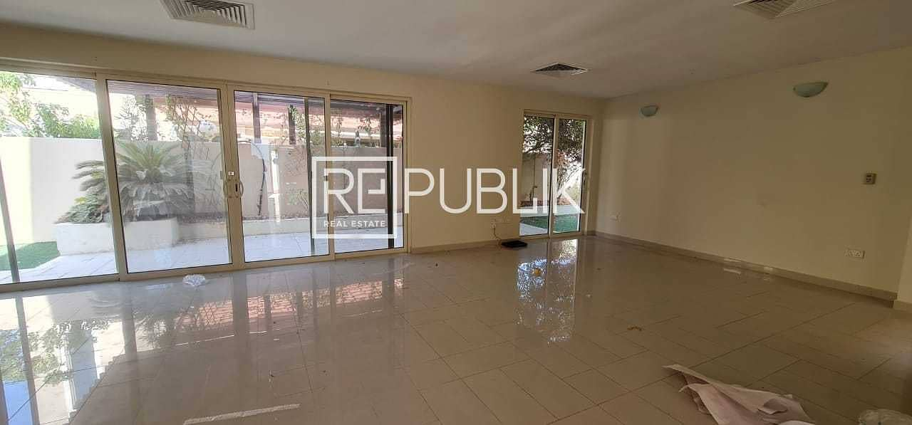 16 Fabulous 4 Beds Villa with Private Pool and Garden