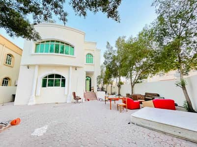 Two-storey villa for rent in Ajman, Al-Rawda area, next to a mosque, near the asphalt street, a well-maintained and clean house with air conditioners