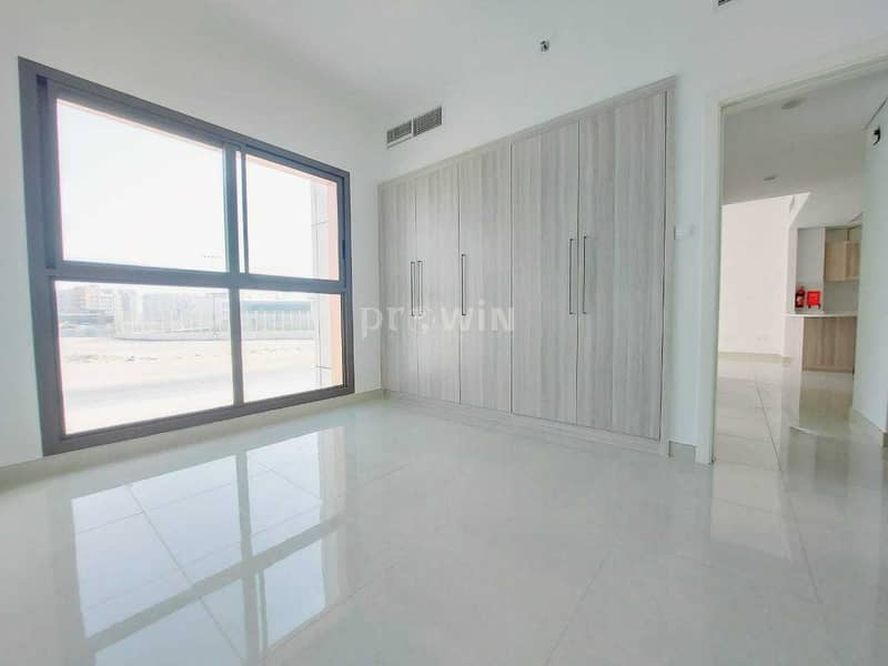 Beautiful Two Bed Apt | Kitchen Equipped Appliances | Arjan !!!