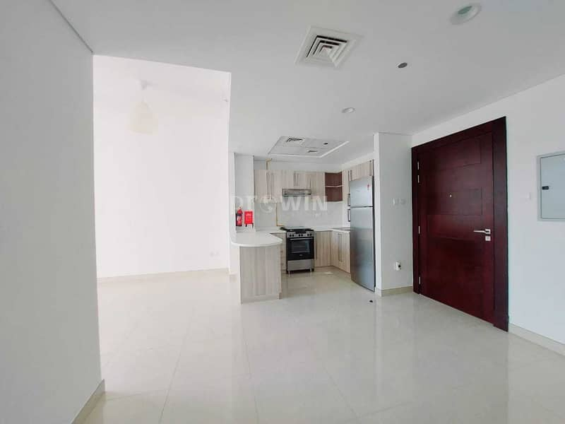 39 Beautiful Two Bed Apt | Kitchen Equipped Appliances | Arjan !!!