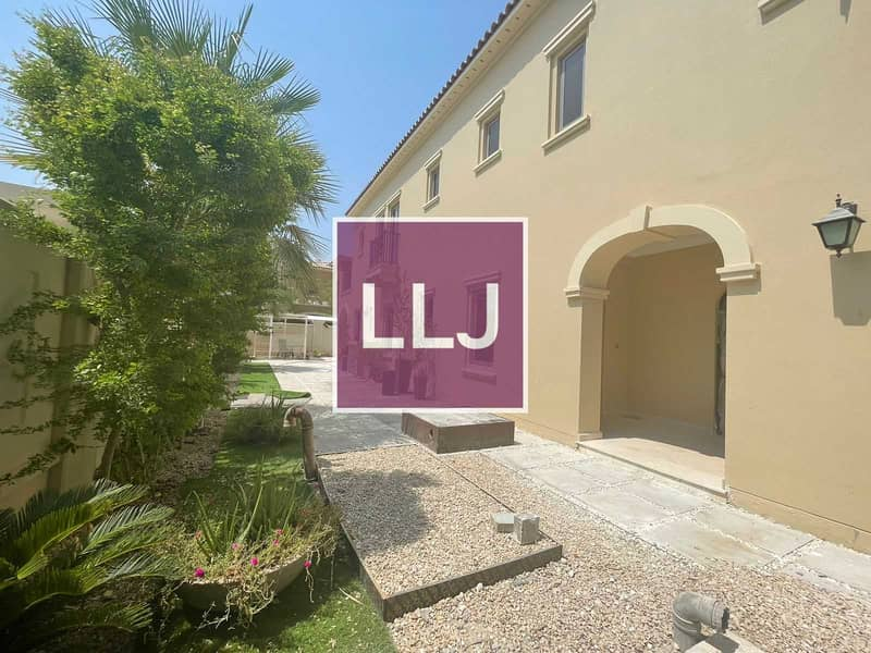 2 Newly Renovated 3 Bed Corner Villa / Ready to Move in!
