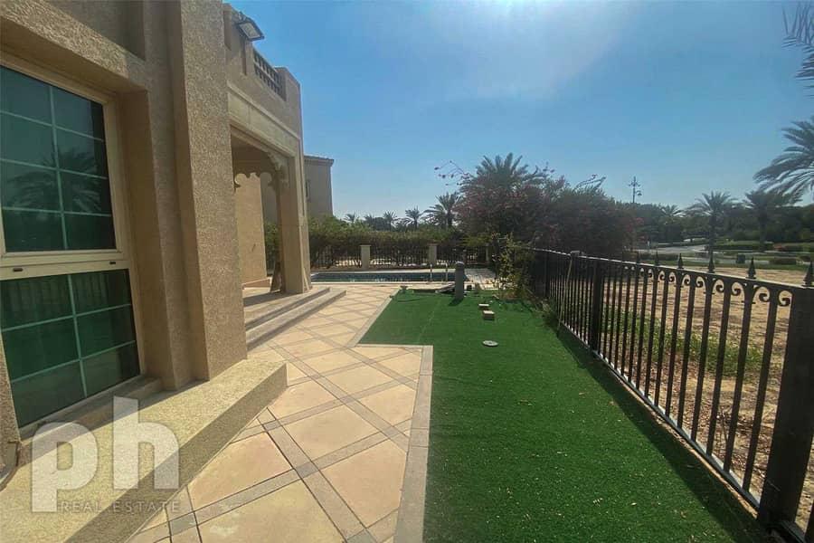 12 Huge Villa | Unfurnished | Vacant | 4BR.