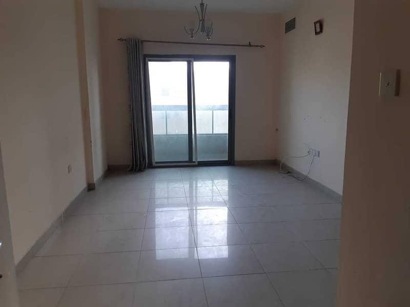 شقة في الشويهين 1 غرف 16999 درهم - 5385544