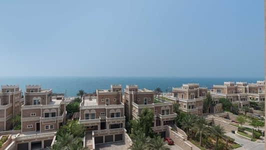 بنتهاوس 4 غرف نوم للبيع في نخلة جميرا، دبي - Penthouse with Serene Views and a Private Pool