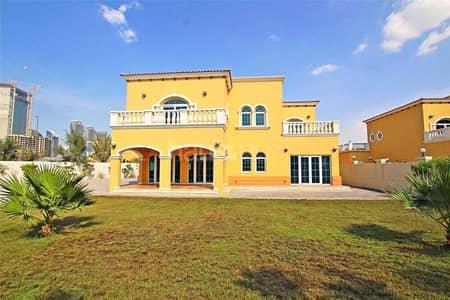 فیلا 5 غرف نوم للايجار في جميرا بارك، دبي - Artificial Grass | District 2 | Well Maintained