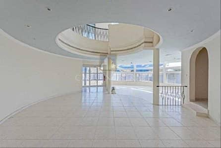 6 Bedroom Villa for Sale in Umm Suqeim, Dubai - Spacious 6BR Villa with Hall and kitchen
