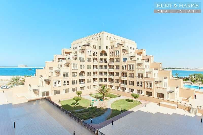 24 Spacious Studio Apartment - Sea View - Fully Furnished