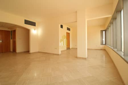 3 Bedroom Flat for Rent in Al Khalidiyah, Abu Dhabi - Corniche view !   3 BR + Maids flat In prime & featured location !