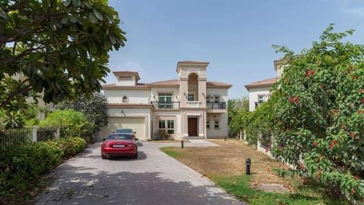 4 Bedroom Villa for Sale in Jumeirah Islands, Dubai - Acquired extra plot area | Open plan home