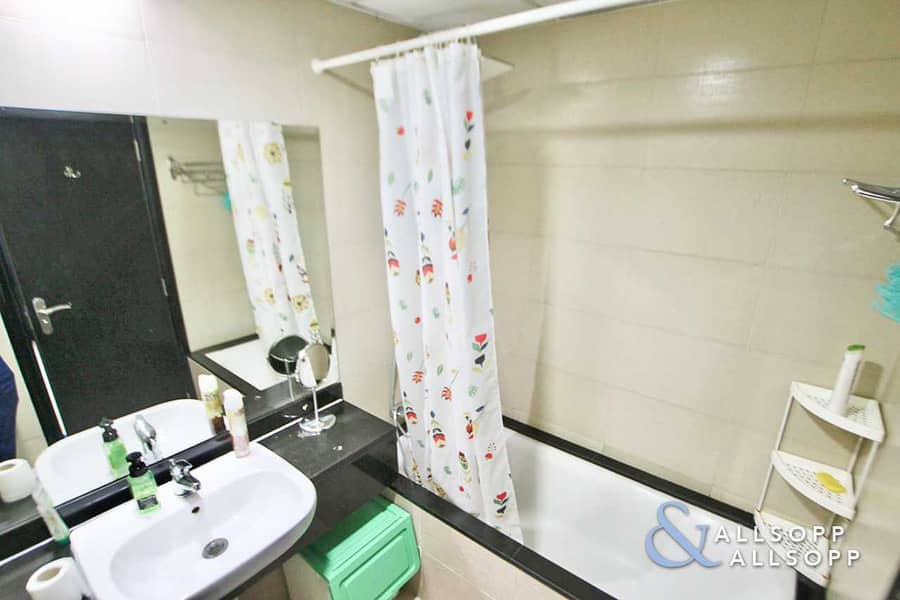 14 Exclusive   Upgraded   Large 3 Beds + Maid