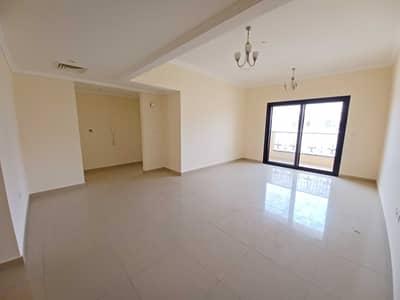 فلیٹ 3 غرف نوم للايجار في تجارية مويلح، الشارقة - شقة في ذا سكوير 2 تجارية مويلح 3 غرف 50000 درهم - 5389841