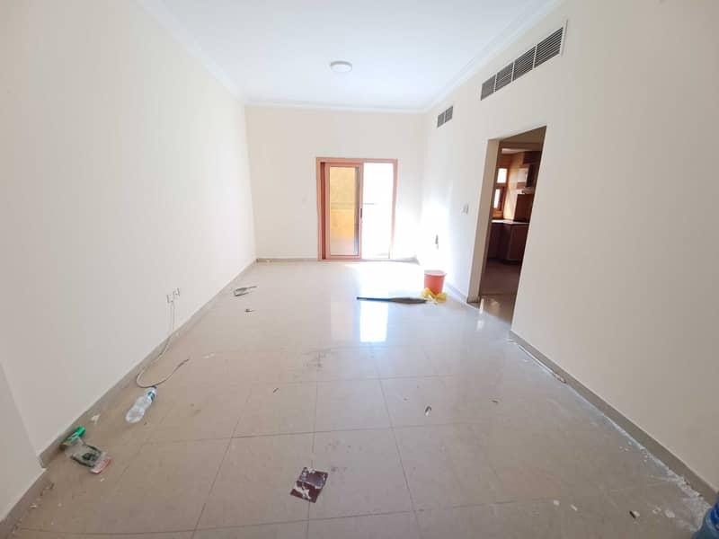 شقة في مبنى مويلح مويلح 2 غرف 25000 درهم - 5389855