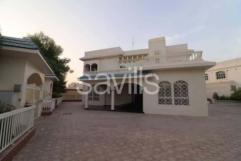Airy villa Large plot Big swimming pool