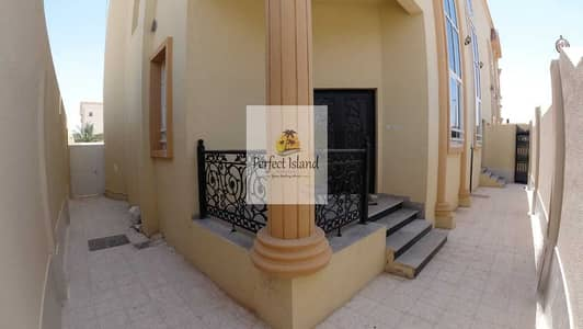 4 Bedroom Villa for Rent in Shakhbout City (Khalifa City B), Abu Dhabi - Wonderful Unique Design 4 BR + M   Private Entrance   Yard