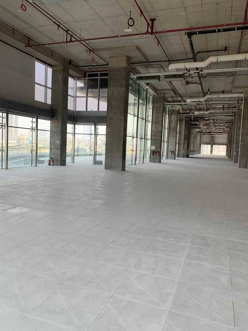 Spacious Space for Commercial used avaible in Prime Location.