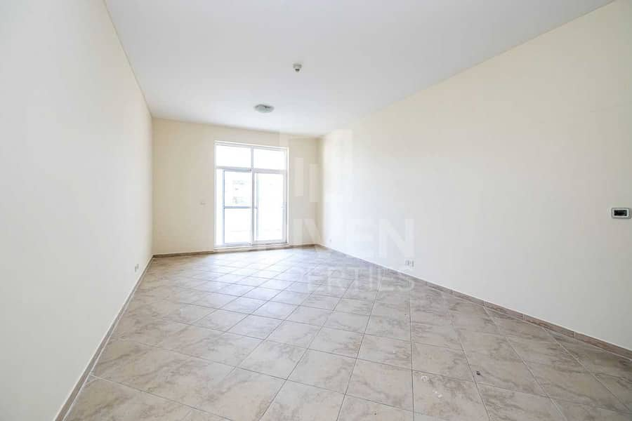 2 Spacious and Bright Apt with Garden View