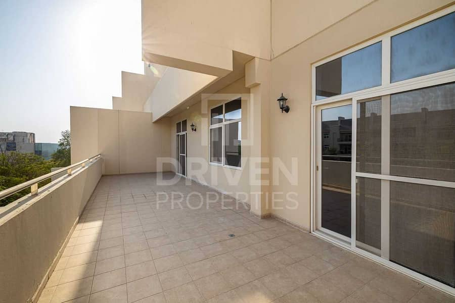 17 Spacious and Bright Apt with Garden View