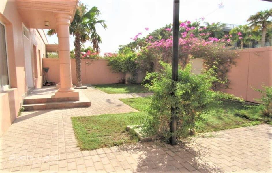 2 Ideal Location Single Storey  Private Garden