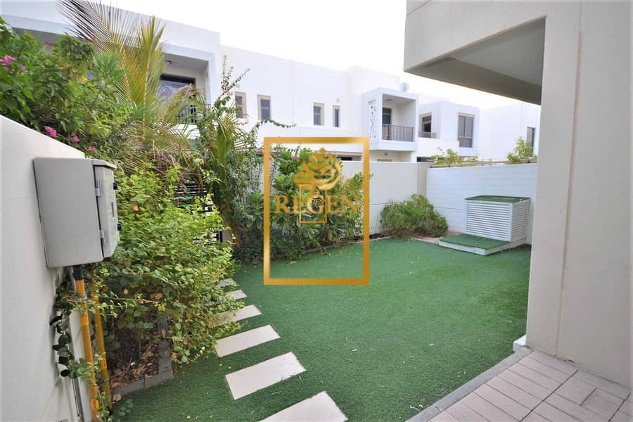 Nice Garden - 3 Bedroom +Maid Room Townhouse For Rent in Town square in