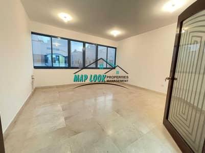 شقة 2 غرفة نوم للايجار في الوحدة، أبوظبي - شقة في شارع الوحدة (شارع دلما) الوحدة 2 غرف 55000 درهم - 5393132