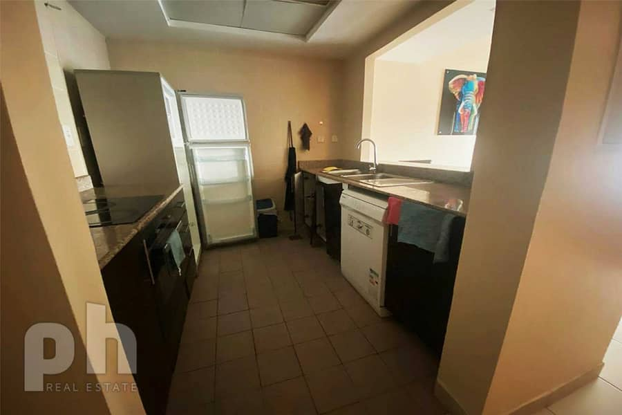 2 Chiller Free   Marina View   Available now