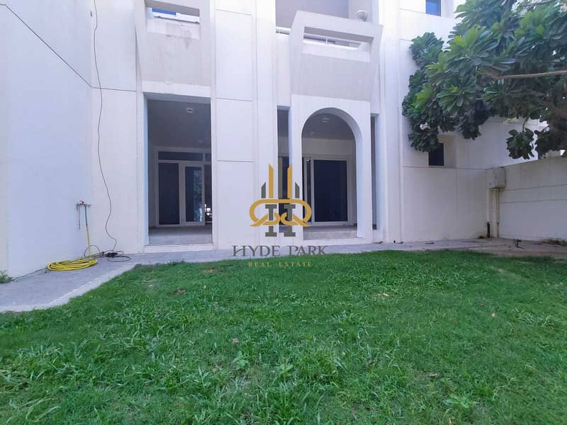 Superb 5 Master BR Villa / Spacious layout  / Prime Location  / Don't Miss !!!