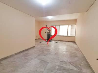 شقة 2 غرفة نوم للايجار في شارع الكورنيش، أبوظبي - 2 BHK WITH MAIDS ROOM LOCATED AT CORNICHE.