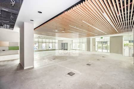 Showroom for Rent in Dubai Internet City, Dubai - Showroom | Easy access to SZR | Semi Fitted
