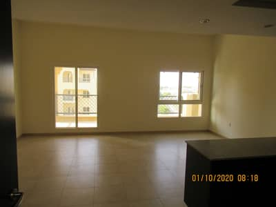 2 Bedroom Apartment for Rent in Remraam, Dubai - living room