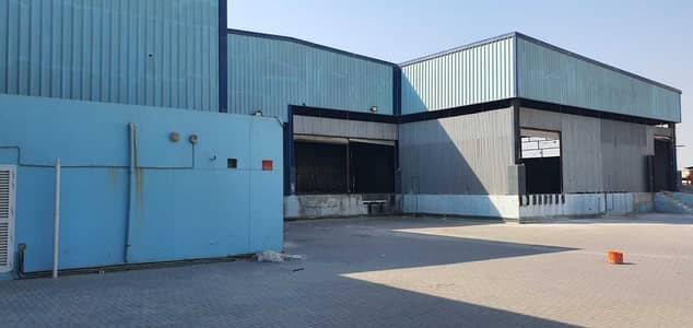 مستودع  للايجار في أم رمول، دبي - مستودع في أم رمول 900000 درهم - 5395185