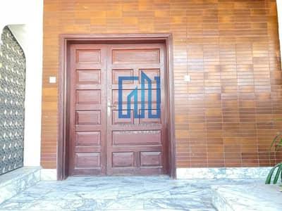 4 Bedroom Villa for Rent in Al Karamah, Abu Dhabi - Spacious Commercial Villa with Balcony  |  Good Location