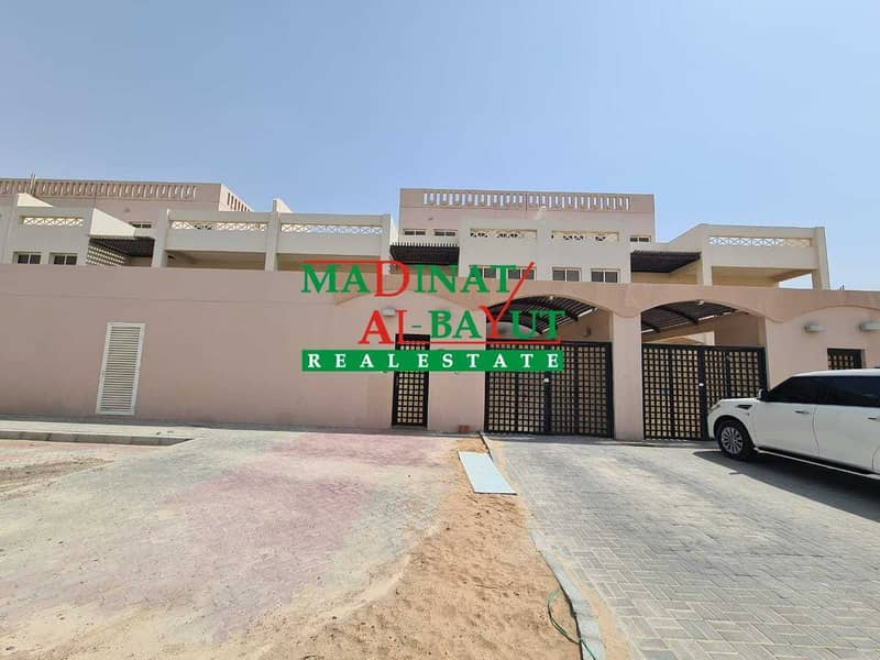 STUNNING 6 MASTER BEDROOM VILLA WITH DRIVER\'S ROOM & PRIVATE YARD AWAITS IN MBZ