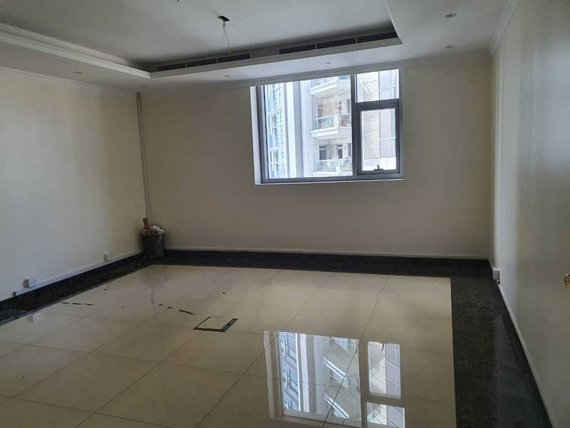 BURJ View  4 Car Park   Fully Fitted   Partitioned  Near Metro  Washroom+Pantry