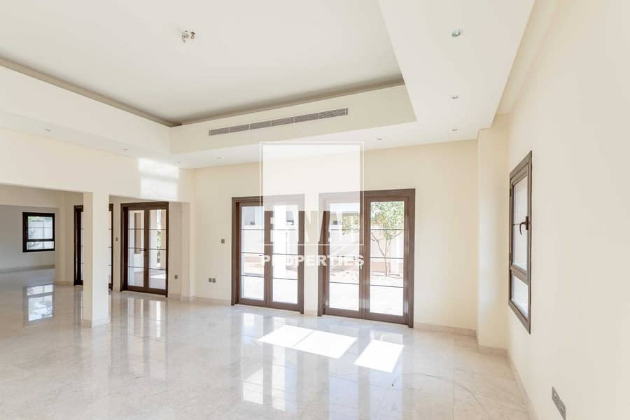 2 Vacant and Huge 5BR Villa w/ Garden and Parking