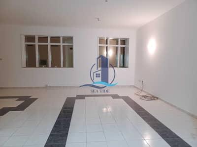 شقة 3 غرف نوم للايجار في شارع الفلاح، أبوظبي - Best Deal 3 BR Apartment with Balcony